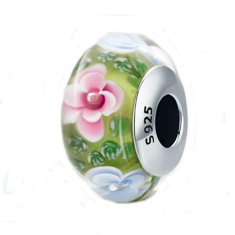 """Charm """"floral"""" en plata de ley y cristal de Murano fondo verde. Compatible Pandora."""